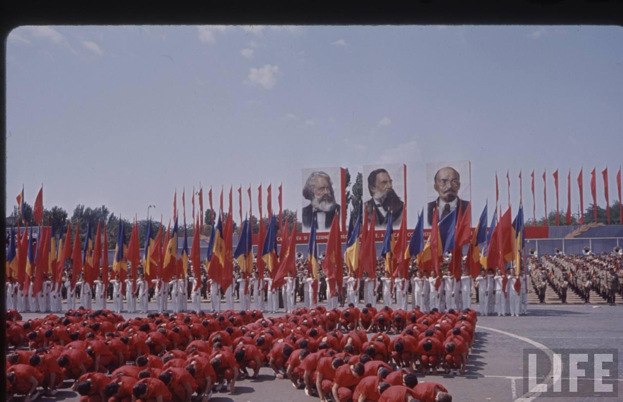 Spectacol omagial artistic la defilarea din Bucureşti de 23 august 1964