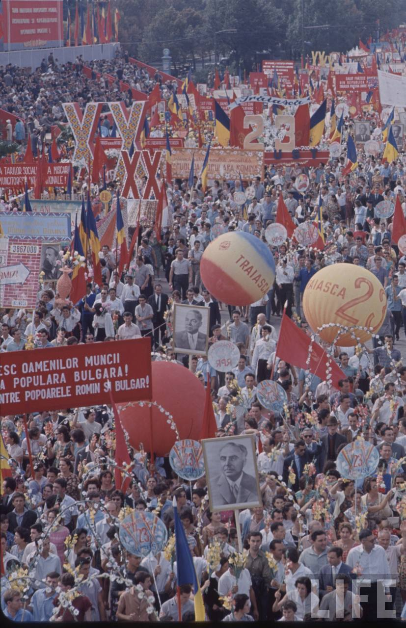 Defilarea oamenilor muncii în Bucureşti de 23 august 1964