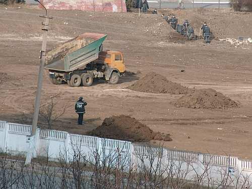 Lucrari desfasurate la cimitirul din Tighina sub paza militienilor