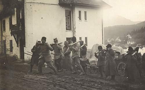 Prizonieri romani carand obuze pentru austro-ungari la Predeal 1916