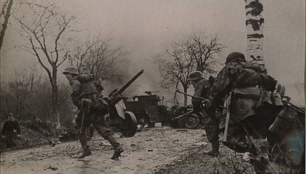 Infanteria germana porneste la atac