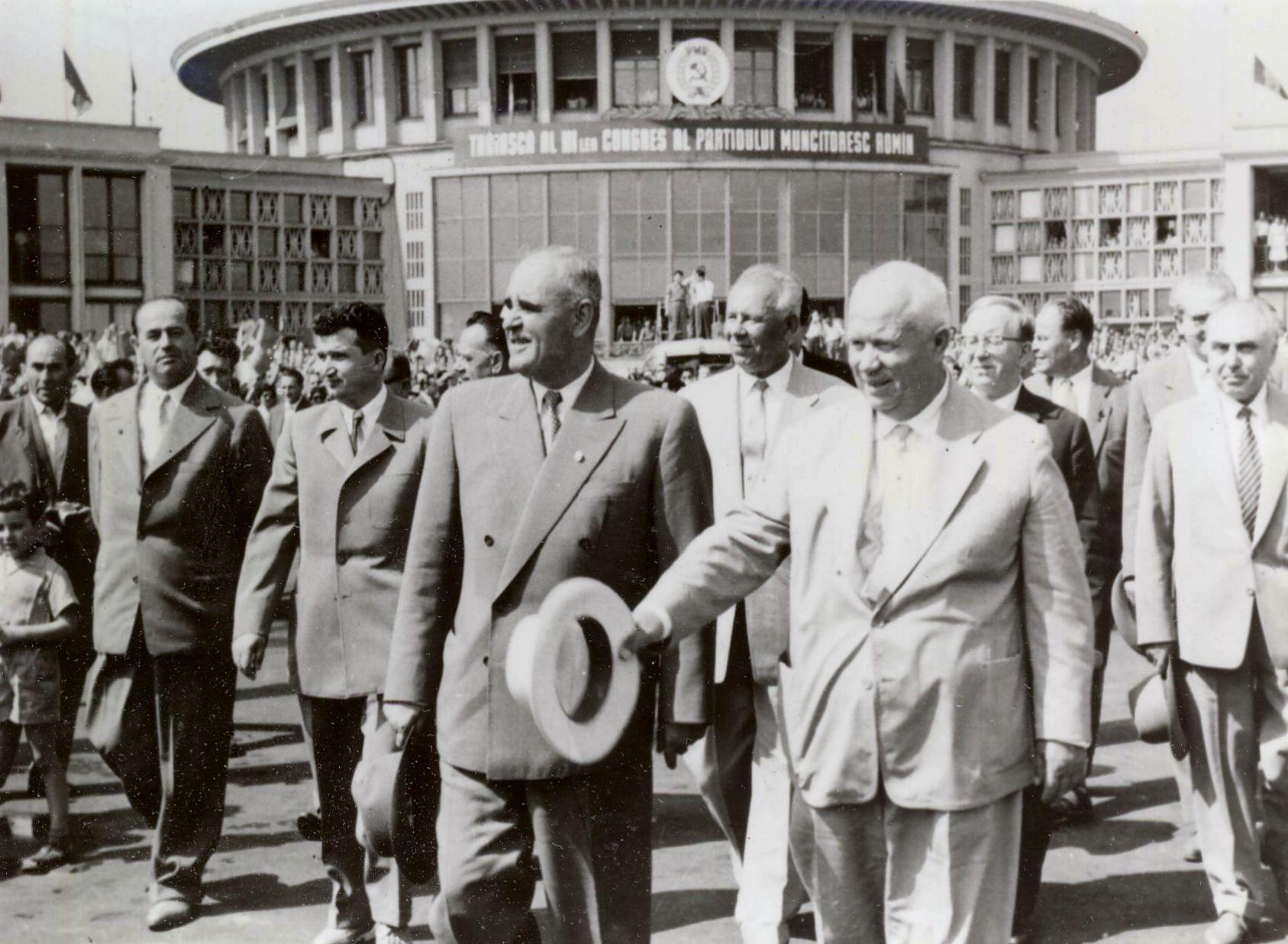 1960 - Nicolae Ceauşescu lângă Gheorghe Gheorghiu Dej la primirea liderului sovietic Nikita Hruşciov la Bucureşti Fototeca online a comunismului românesc