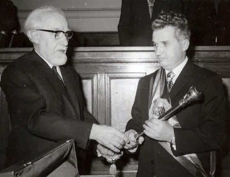 1974 - Nicolae Ceauşescu primeşte sceptrul de preşedinte al României Fototeca online a comunismului românesc