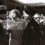 Gheorghe Gheorghiu Dej primeşte sfaturi de la Ana Pauker pe Aeroportul Băneasa înainte de plecarea la Conferinţa de Pace de la Paris (11.08.1946). Fototeca Comunismului Românesc cota27/1946