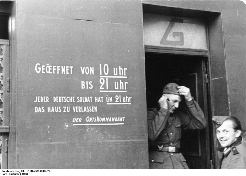 Galerie foto: dragoste în vremea războiului, franţuzoaicele şi naziştii