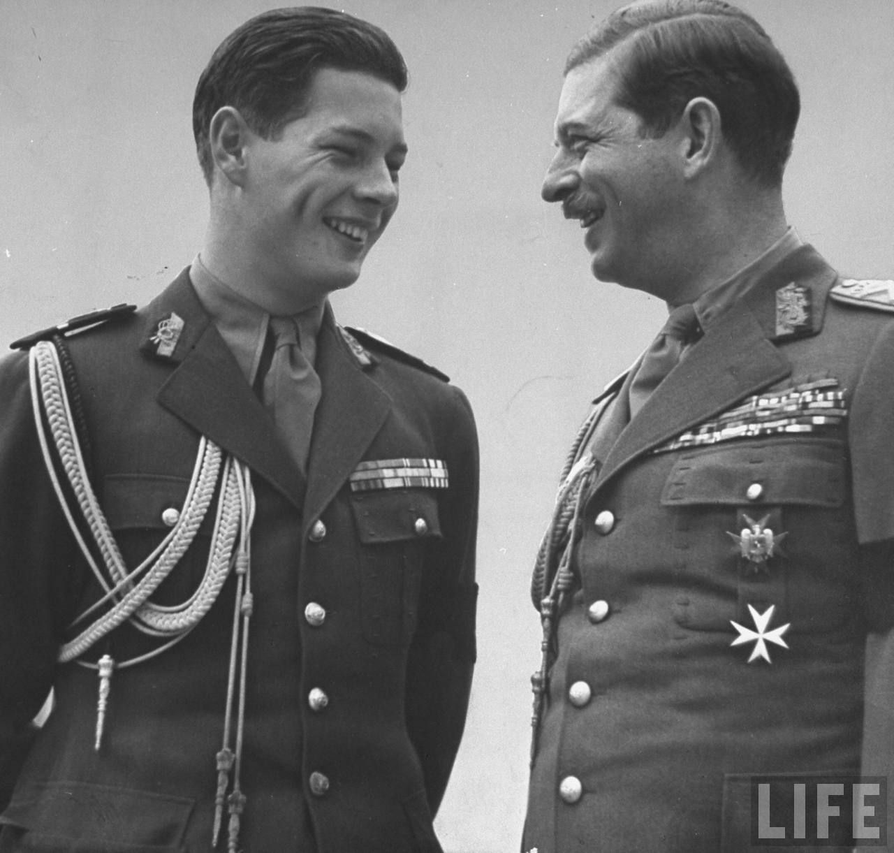 Regele Mihai şi regele Carol al-II-lea în 1940