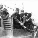 1944 soldaţi din divizia Tudor Vladimirescu intrând în Bucureşti